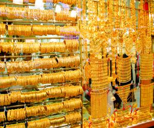 الذهب يتراجع مع ارتفاع الدولار والأسهم