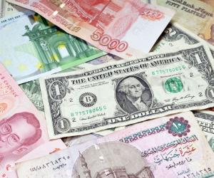 استقرار أسعار العملات الأجنبية مقابل الجنيه.. والدولار يسجل 18.13