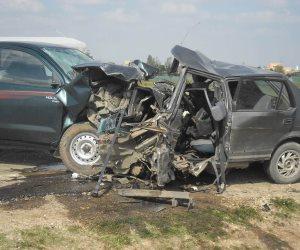 مصرع وإصابة 11 في حادث انقلاب سيارة ميكروباص بطريق قنا- القصير