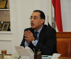"""القائم بأعمال رئيس الوزراء يلتقي محافظ القاهرة لمتابعة العمل بمشروع """"الأسمرات 3"""""""