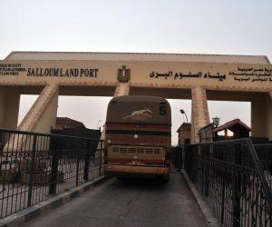 سفر وعودة 1662 مصريًا وليبيًا و329 شاحنة عبر منفذ السلوم خلال 24 ساعة