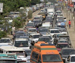زحام مروري إثر حادث تصادم سيارتين أعلى محور المشير طنطاوي