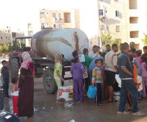 المحلاوية يحصلون على المياه من سيارات الشركة بعد انقطاعها لأكثر من 12 ساعة