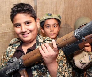أكلوا لحوم صغار اليمن.. 6 أدلة توثق جرائم تجنيد الأطفال بمليشيات الحوثيين