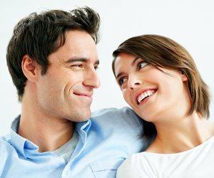 4 أشياء تجذب الرجال للنساء دون وعى.. أهمها الصوت ولون الشعر