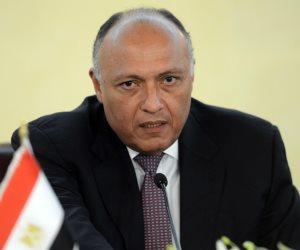 وزير الخارجية يبحث مع نظيره البريطاني تطورات الأوضاع في ليبيا وسوريا