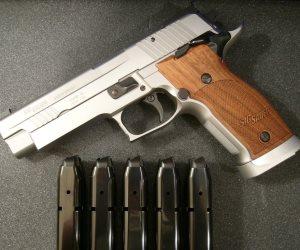 التحقيق مع مدرس بتهمة حيازة سلاح في الأقصر