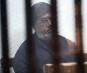 11 أبريل.. نظر رد هيئة محاكمة مرسي وآخرين في اقتحام السجون