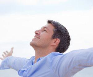التفاؤل والضحكة الرايقة تقلل فرص الإصابة بالذبحات الصدرية
