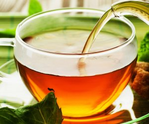 تناول كوبين من الشاي العشبي البارد يساعد على حرق السعرات الحرارية وإنقاص الوزن