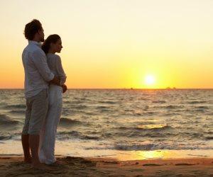 خبيرة علاقات عاطفية تقدم نصائح للزوجين لاستمرار الوهج العاطفي مع العشرة الحلوة