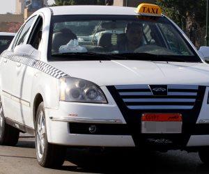 إعلانات التاكسي الأبيض المضيئة تنتظر توقيع العقود: ألف جنيه للسائق شهريا.. و1800 للدولة