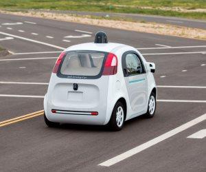 أوبر توقف أختباراتها على السيارات ذاتية القيادة فى أريزونا