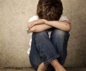 «الأب الشيطان».. طفل أجبره والده على التسول فشنق نفسه