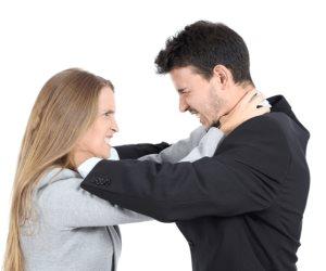 «الستات المفترية».. أشهر 8 قصص مثيرة لسيدات يوسعن أزواجهن ضرباً