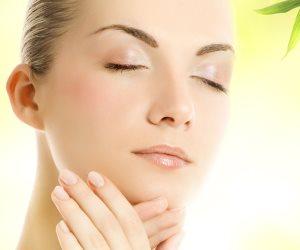 احمى بشرتك من ارتفاع درجات الحرارة بـ4 خطوات هامة.. واقى الشمس كل ساعتين