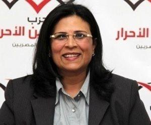 منى جاب الله تسلم جوائز ختام الدورة الرمضانية الأولى بمنشأة ناصر