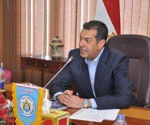 إقبال متزايد من العاملين بالوحدات المحلية بأسيوط على شراء شهادة «أمان المصريين»