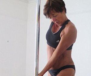 الحياة تبدأ بعد المعاش .. ستينية تترك وظيفتها لتصبح مدربة رقص جمبازي
