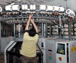 الغزل والنسيج: نتفاوض مع المالية لصرف الدفعة الثانية من المكافآة للعمال