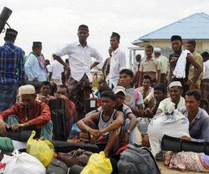 قوات ميانمار تحرق قرى مسلمي الروهينجا بمنطقة راثيدونج شمال غرب البلاد