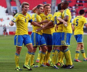 جنون احتفال منتخب السويد مع مذيعي يوروسبورت (فيديو)