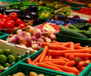 أسعار الخضروات والفاكهة اليوم الثلاثاء 24-10-2017 فى سوق العبور