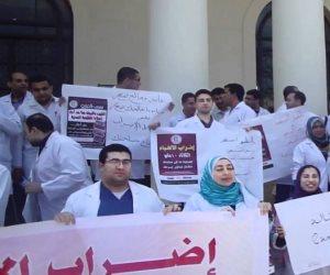أطباء التكليف يصطدمون مع وزير الصحة.. و«مينا»: المستشفيات التعليمية مملكة مستقلة