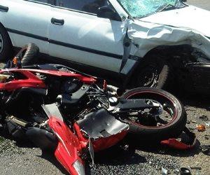 إصابة 3 أشخاص في حادث تصادم سيارة ملاكى بدراجة بخارية بقنا