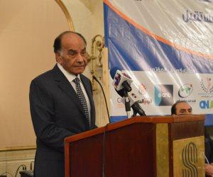 فريد خميس يسلم رئيس الوزراء 20 مليون جنيه من إجمالى 100 مليون لتنمية سيناء