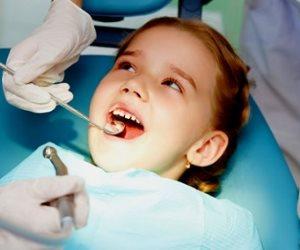 بتلك الطرق تحافظى على أسنان طفلك.. متى يفقد أسنانه الأولى؟