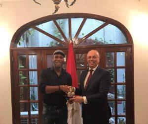 سفير مصر بكوت ديفوار يستقبل دروجبا .. تعرف على السبب