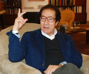 فاروق حسني يرد بالمستندات: «والله ما فيلتي»