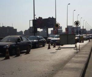 توقف حركة المرور بسبب ميني باص معطل أعلى كوبري أكتوبر