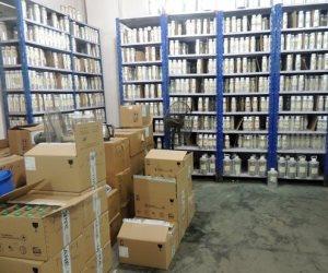 مباحث التموين تضبط صاحب مصنع بحوزته 490 ألف زجاجة مجهولة المصدر بالموسكي