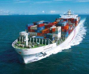 غرق سفينة تجارية قبالة السواحل العمانية
