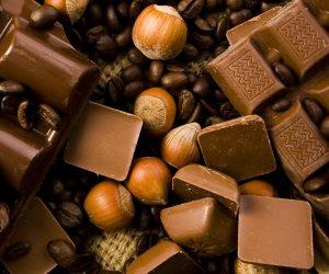احترس الاقتراب من الشوكولاتة والبرجر والبيتزا قبل النوم.. أعرف السبب