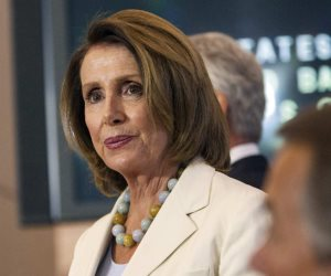 تعرف على أول تعليق لزعيمة الديمقراطيين بعد الفوز في انتخابات الكونجرس الأمريكي (فيديو)