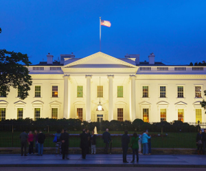 البيت الأبيض: لا دليل على تواطؤ حملة ترامب مع روسيا بالانتخابات الأخيرة