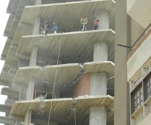 محافظة القاهرة تزيل عقار مخالف لشروط الترخيص بجوار مدرسة المتفوقين في المرج