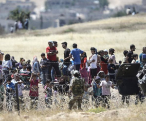 اعتصام لاجئين سوريين أمام البرلمان اليوناني للم شملهم مع أسرهم بألمانيا
