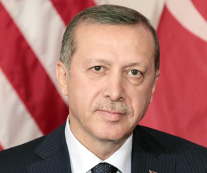 «طلعت الفصل ودرستلي».. على غرار «سعيد صالح» أردوغان يعين نفسه رئيسًا لصندوق الثروة