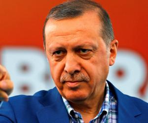لتوطيد حكمه الفاشي.. أردوغان قلص صلاحيات الجيش التركي في ذكرى الانقلاب عليه