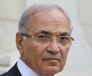 رويترز: القبض على أحمد شفيق وترحليه إلى مصر
