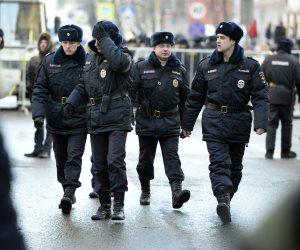 الشرطة الروسية تنتشر أمام سفارة لندن بموسكو بعد طرد دبلوماسيين بريطانيين