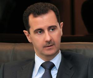 بدون حراسة.. بشار الأسد يتجول بسيارته فى العاصمة السورية