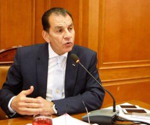 حاتم باشات وسفير مصر بجنوب أفريقيا يسلمان رئيس البرلمان الأفريقي رسالة من الرئيس