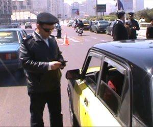 عقوبة فتح أبواب السيارة أثناء القيادة
