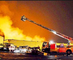 حريق بشركة منسوجات بمدينة العاشر من رمضان.. والإطفاء تدفع بـ12 سيارة