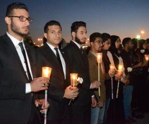 بالشموع والورود.. شباب «تحيا مصر» ينهون وقفتهم التأبينية لضحايا الكنستين (صور)
